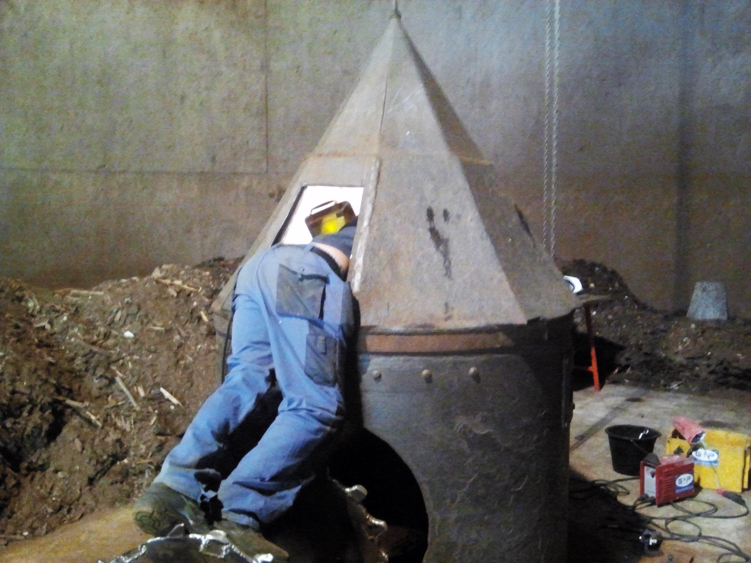 Schweisser Arbeiten und Personal für Kraftwerke